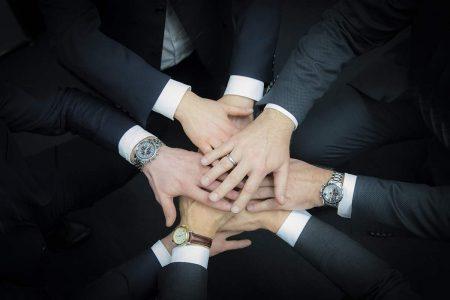 Hände der Steuerberater und des Fachanwalts für Steuerrecht von Werz Kraft & Co